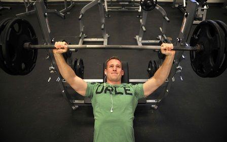 Cviky na prsa - bench press