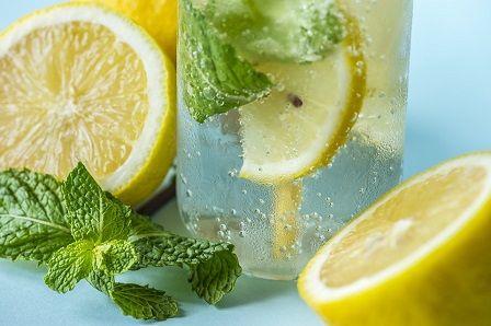 Nedostatek vody - voda s citronem