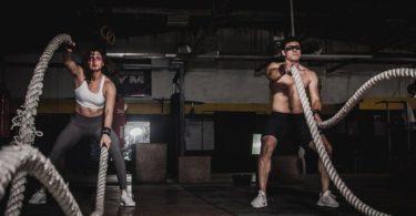 Růst svalů při cvičení s partnerem