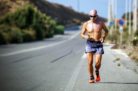 Muž při běhu