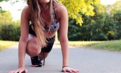 Cvičení venku na zahradě, hřišti nebo tréninkovém centru