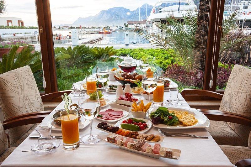 Snídaně u moře