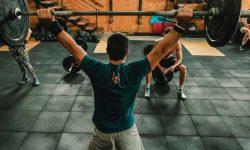 Přidat nebo ubrat váhu na čince: Co způsobuje maximální svalový růst při posilování?