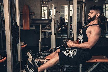 Jak nabrat svaly - cviky v posilovně