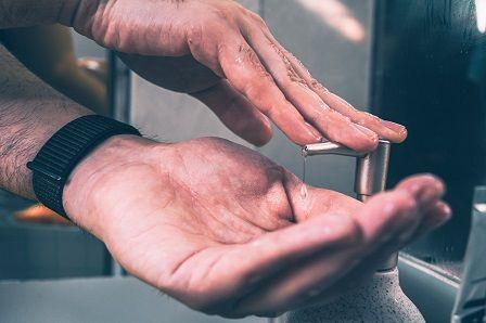 Koronavirus v Česku - mytí rukou je zásadní