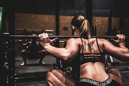 cvičení doma na zadek a stehna
