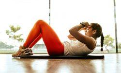 Cvičení v pohodlí domova. Jaké cviky zvolit v době koronaviru?